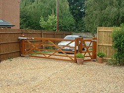 Automated 5 bar gate in Harrold