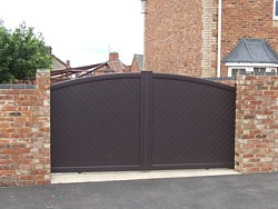 Aluminium sliding gate in Finedon, Northamptonshire