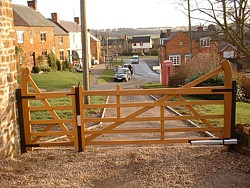 5 bar gate and side gate
