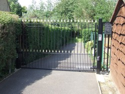 Single leaf steel swing gate in Great Billing