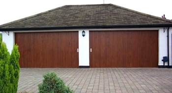Double twin garage with rundum timber doors