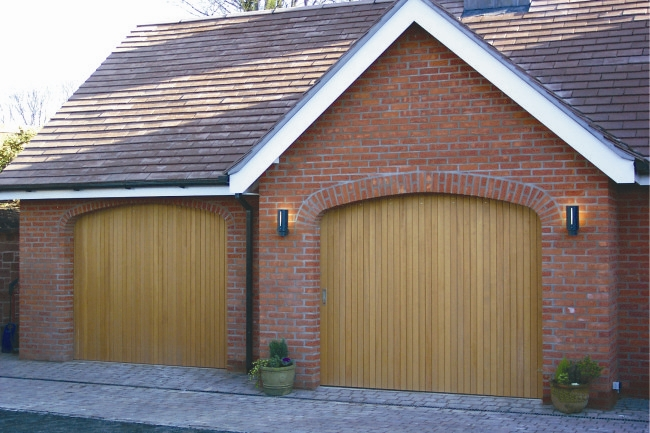 Arched openings with Rundum original single parting doors