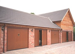 Silvelox quadruple garage with VIP doors and pedestrian inset