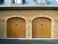 Arched openings with Silvelox VIP non protruding doors