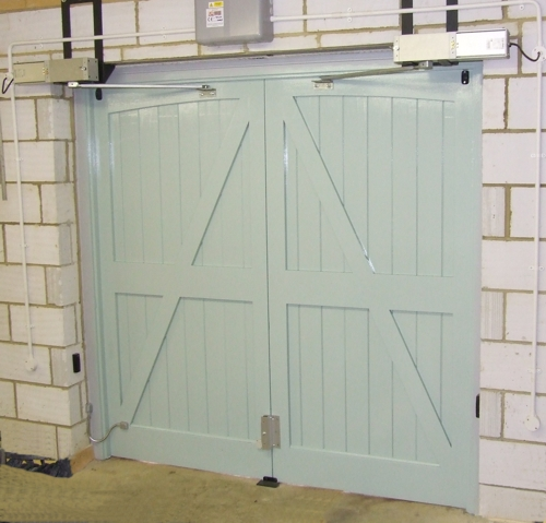 Swing doors with hydraulic operators