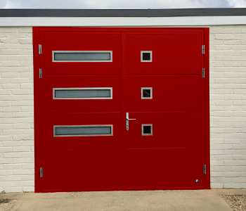 Ryterna Side Hinged in Red with two window variations