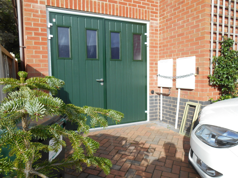 50/50 split Carteck side hinged with windows in green