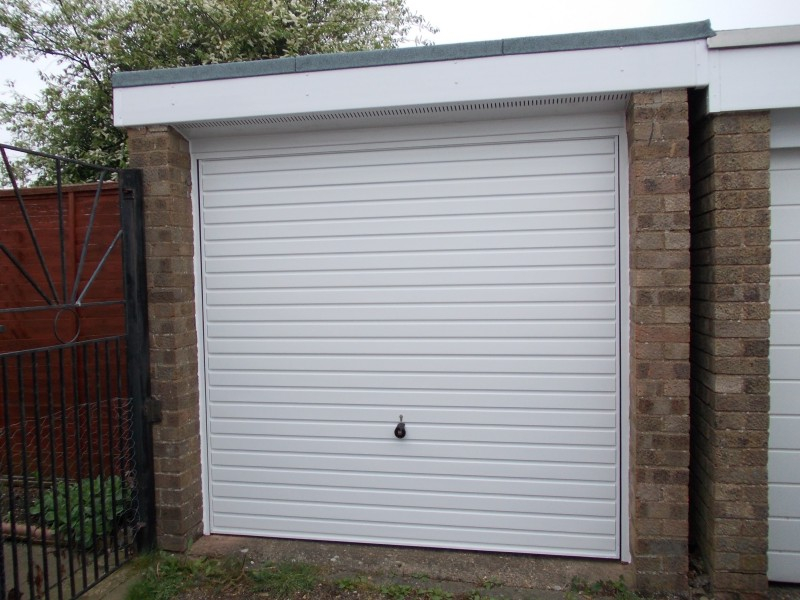 White Horizontal ribbed Hormann steel up and over