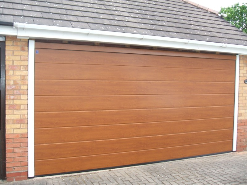 Double Hormann LPU40 S panelled steel sectional in golden oak decograin
