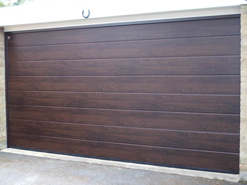 M ribbed Hormann steel sectional in night oak