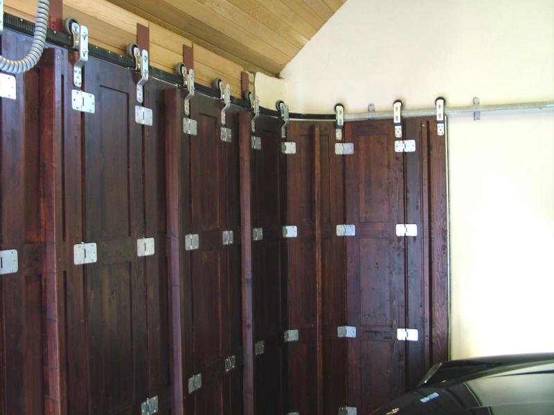 Inside of a brown timber Rundum Meir