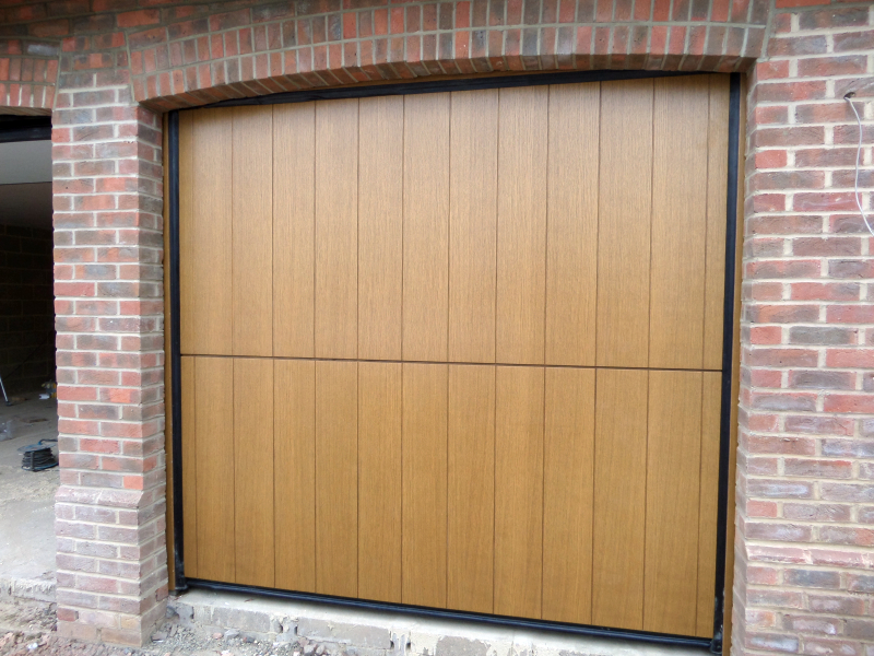 Overlap Trackless Sectional Door